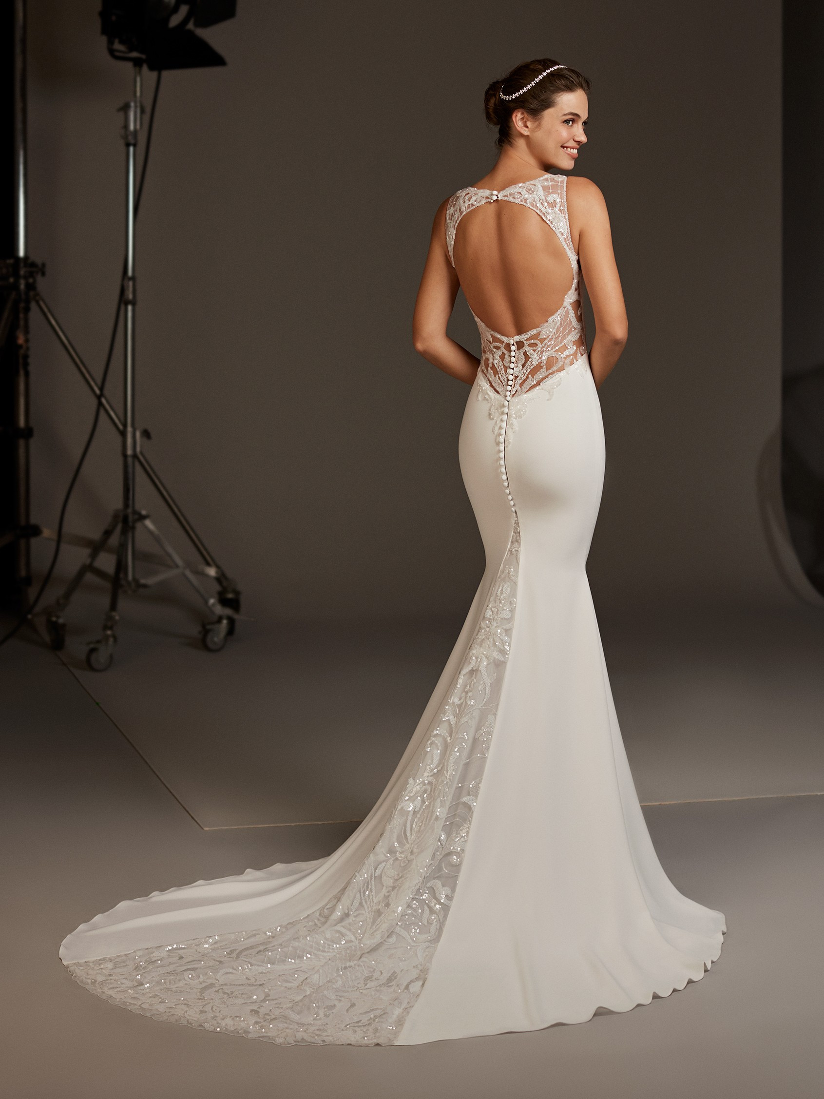 Back Of Mermaid Wedding Dress With Vneck And Keyhole Pronovias: Key Hole Wedding Dress At Reisefeber.org