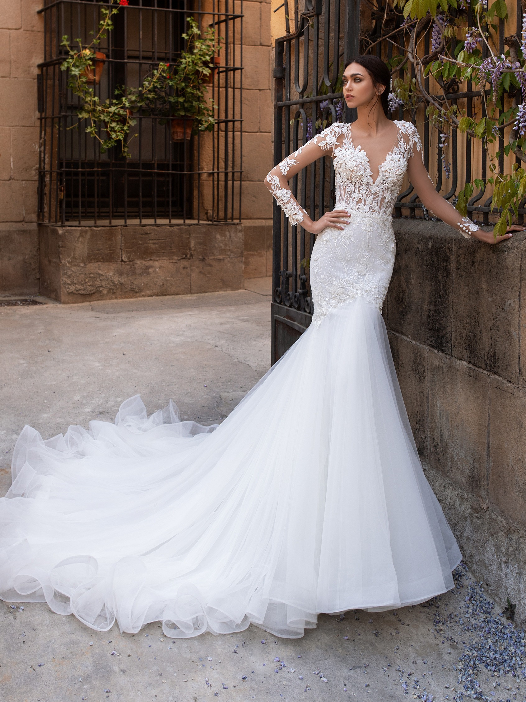 Mermaid Wedding Dress V Neck And Long Sleeves Pronovias