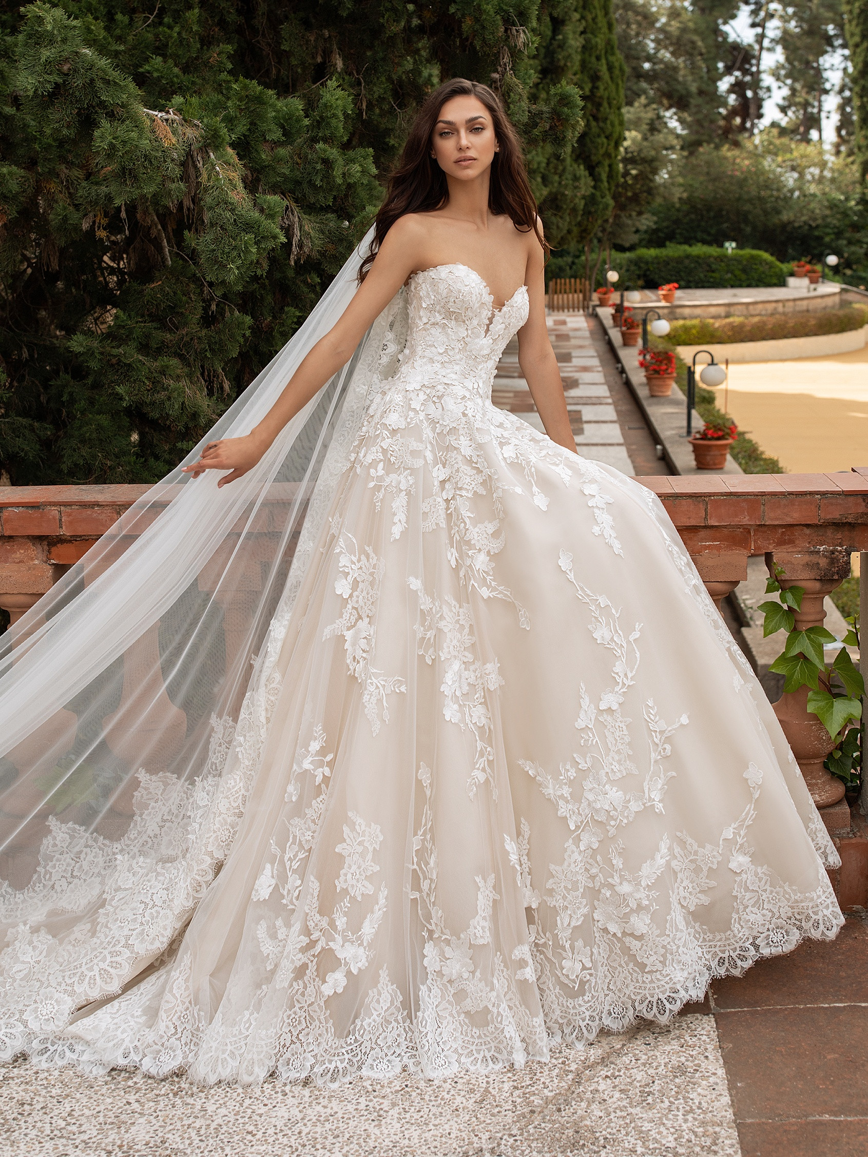 front wedding dress open back princess cut sweetheart neckline elcira