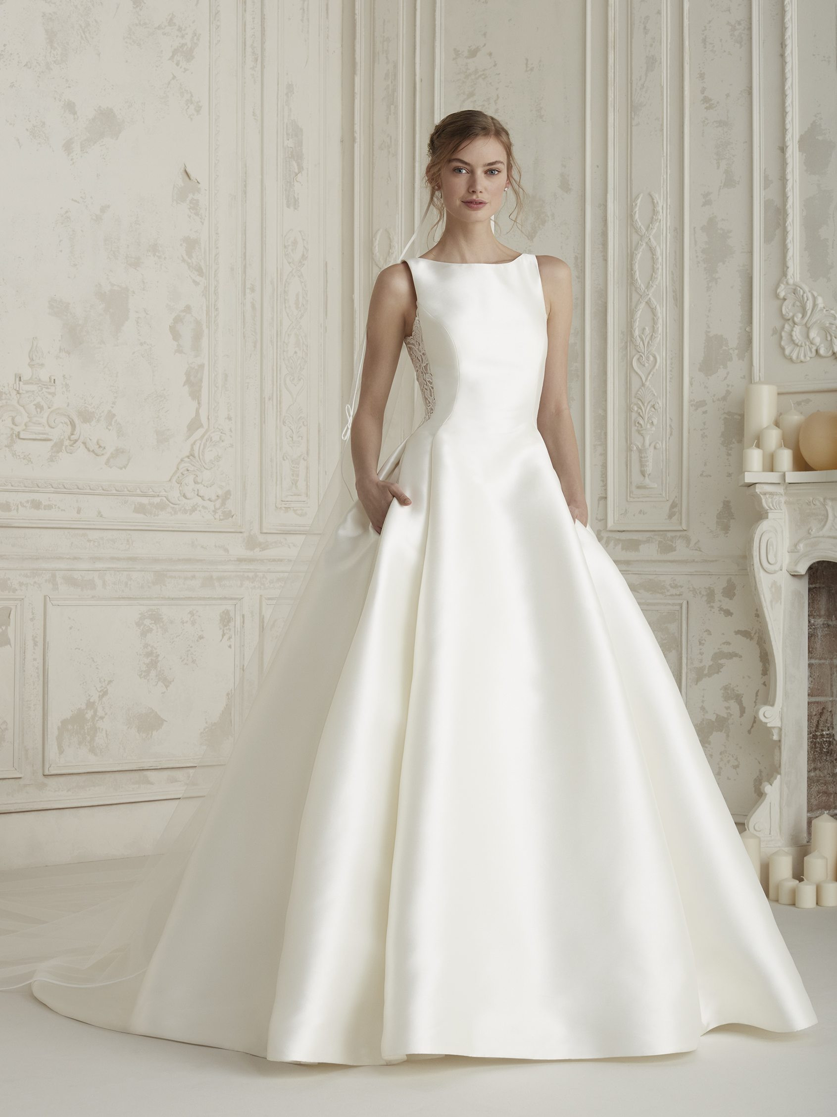 Elegant wedding dress with full skirt ELENCO | Pronovias