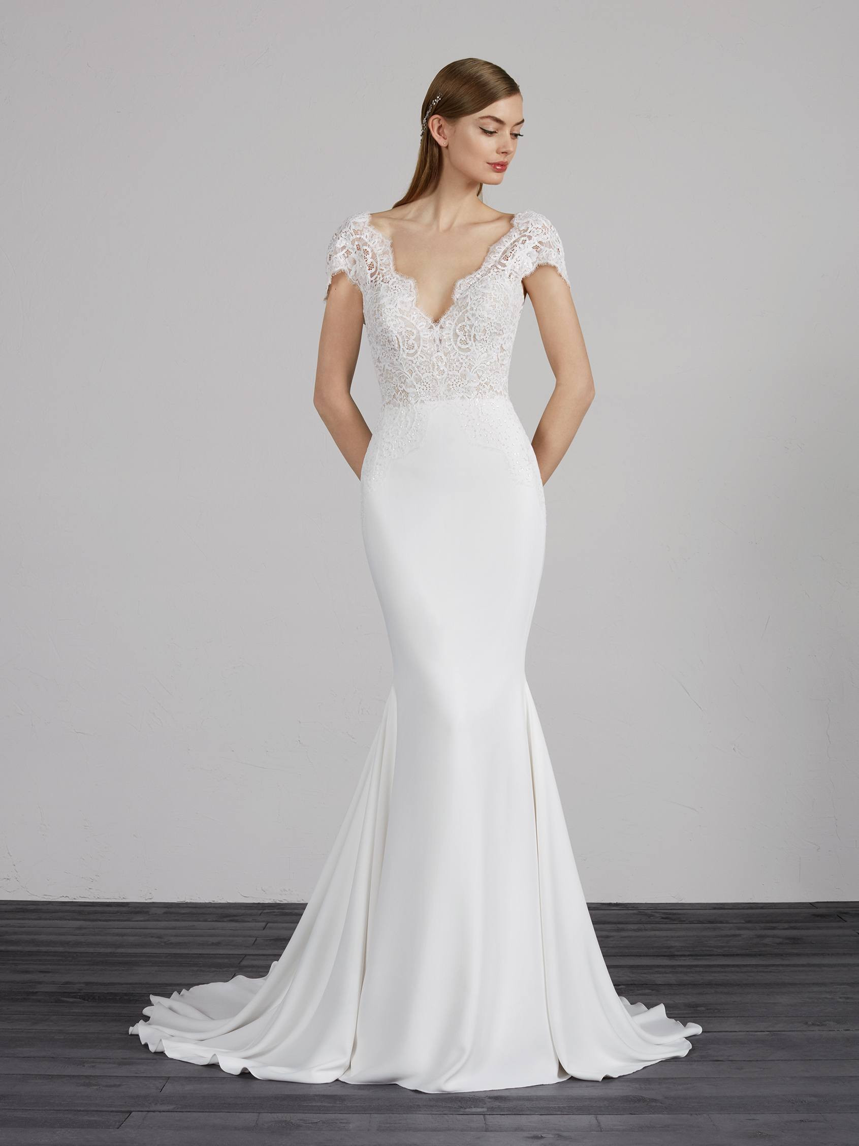 Lovely Mermaid Wedding Dress With Short Sleeves And Lace Pronovias