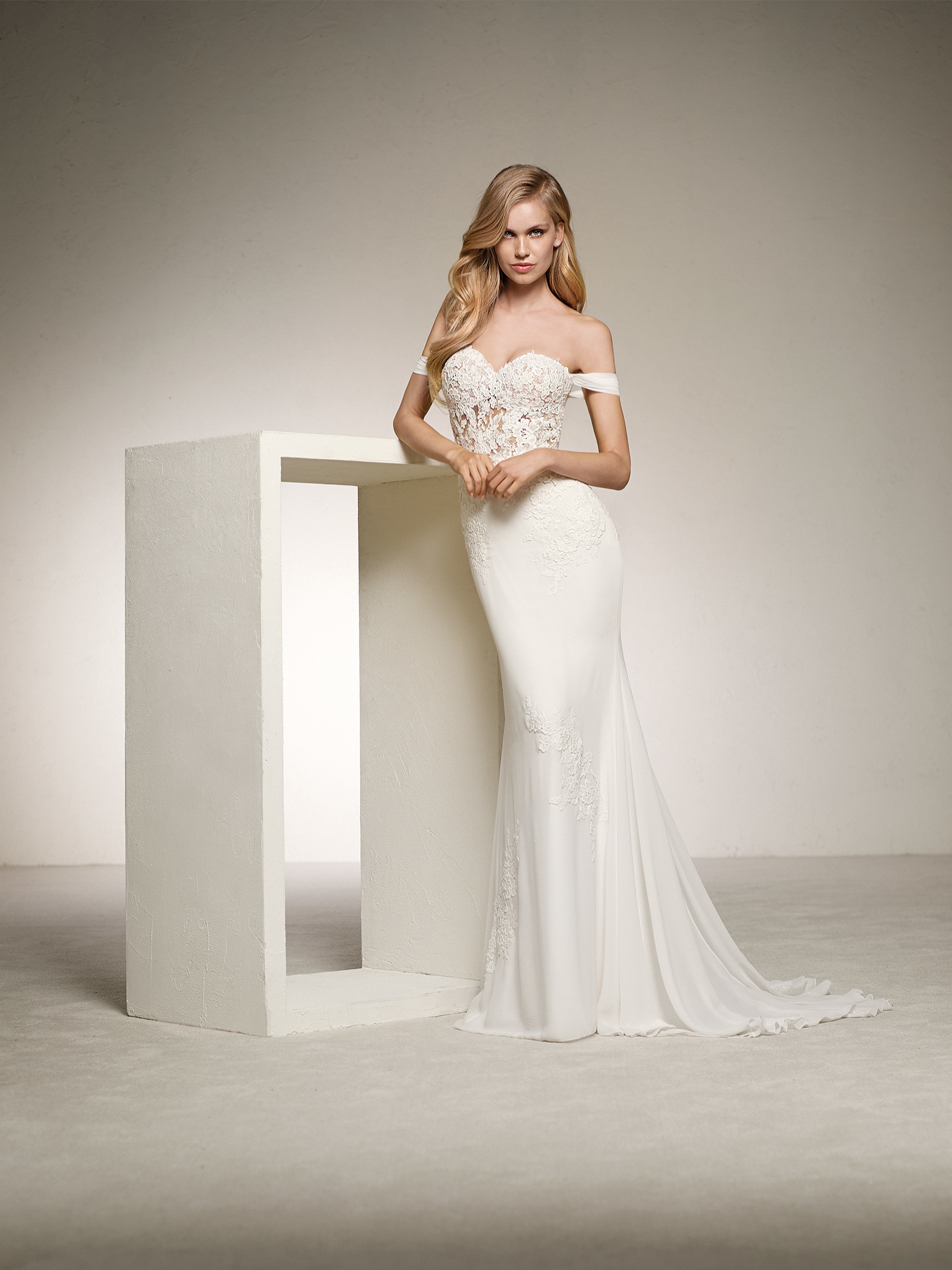 Mermaid wedding dress with detachable skirt. DARLA | Pronovias 2018 ...