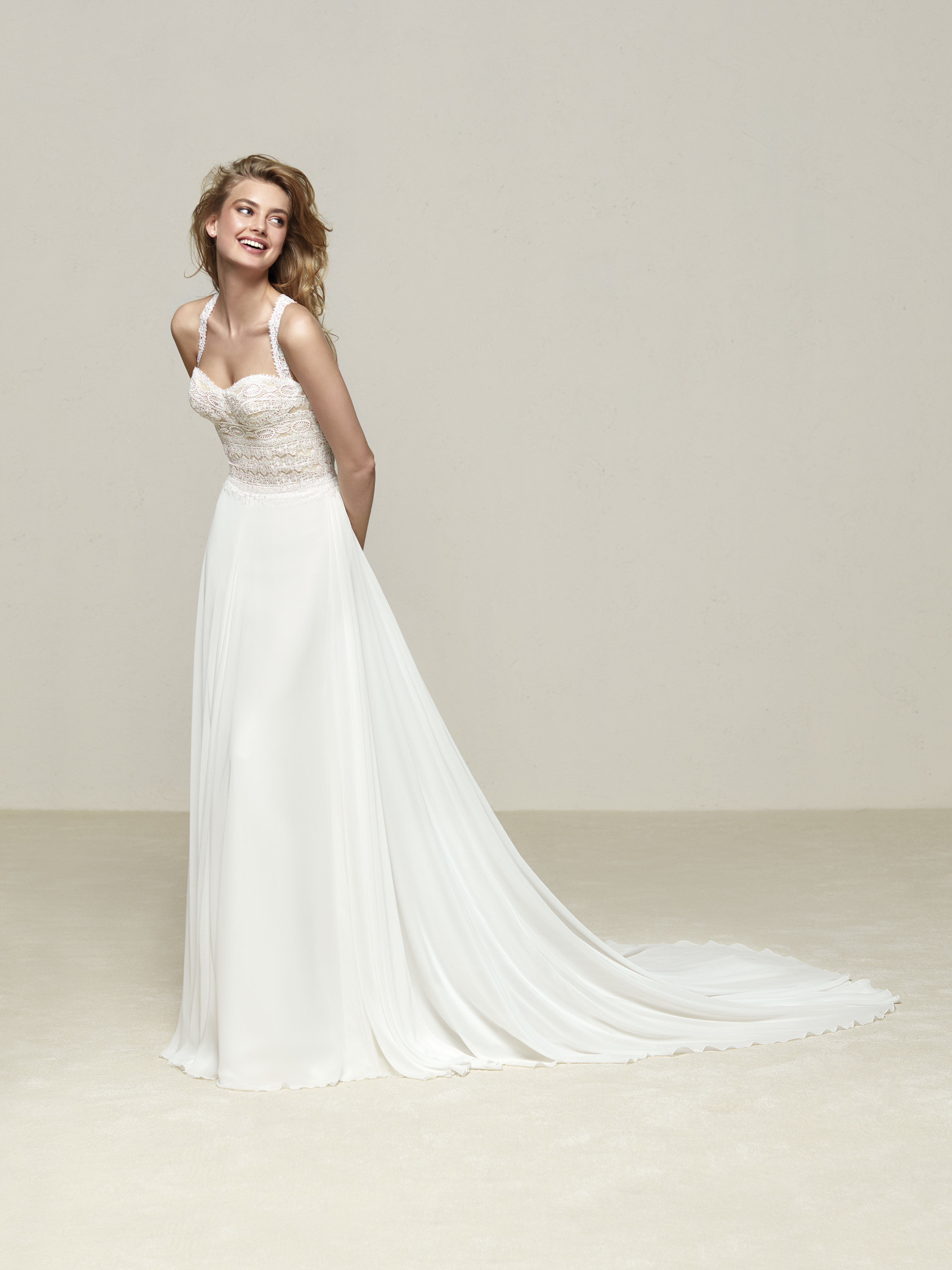 Drenube: Beautiful wedding dress with fantasy back - Pronovias