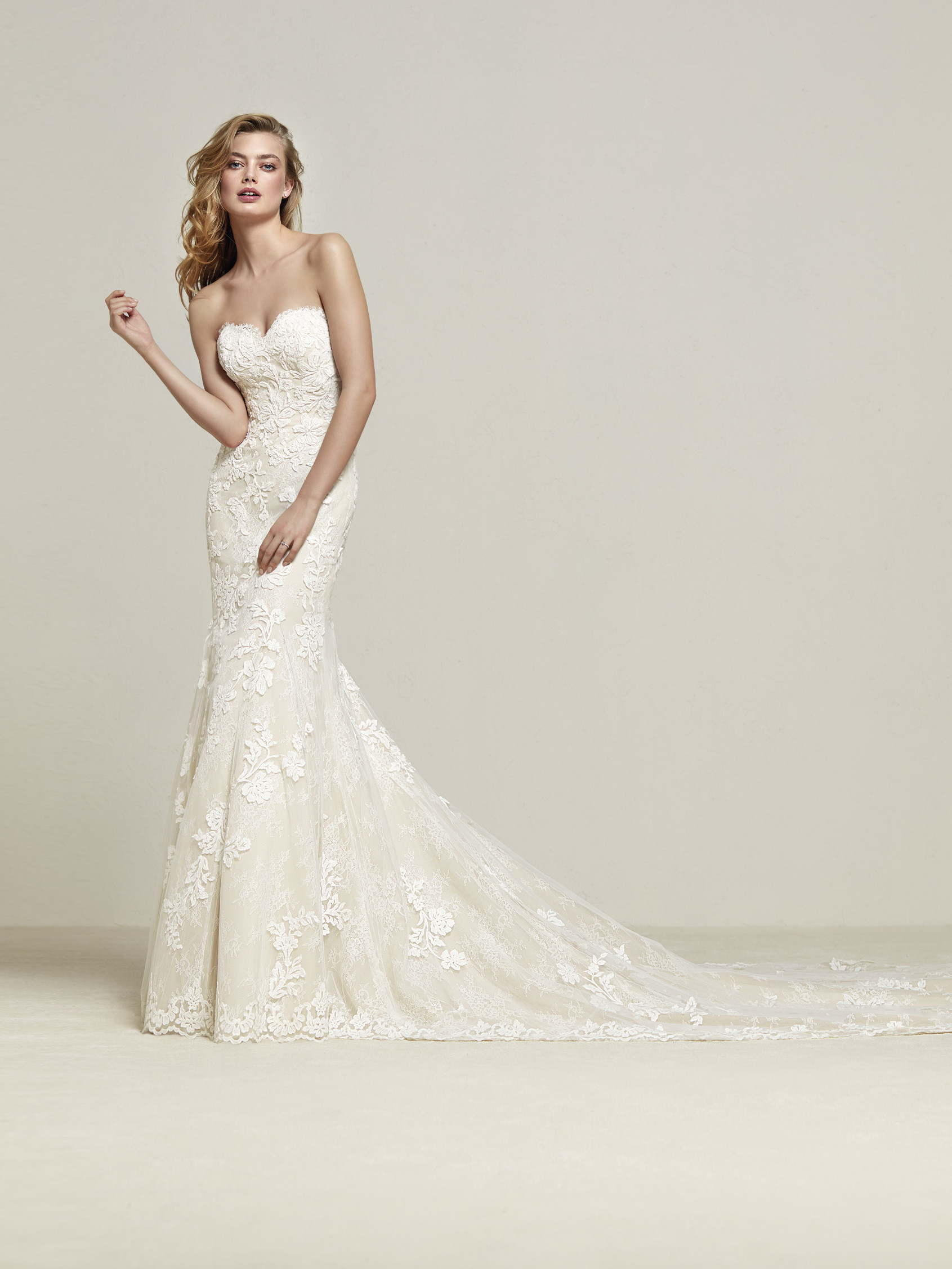 Strapless wedding dress with sweetheart neckline dresine pronovias strapless wedding dress sweetheart neckline draval junglespirit Choice Image