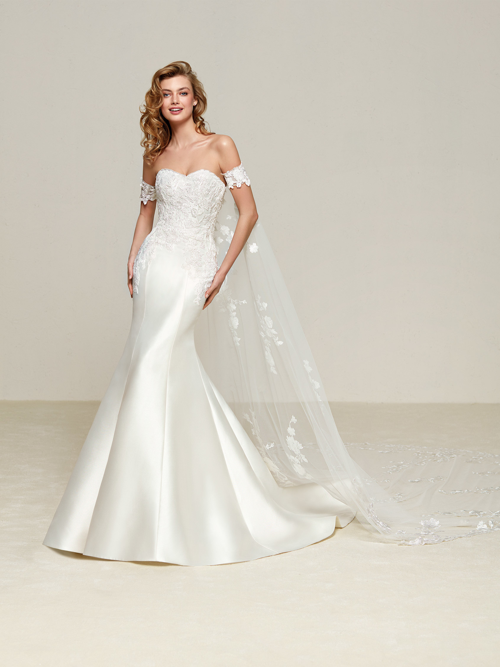 Sophisticated wedding dress in Mikado Kelly and sweetheart neckline ...