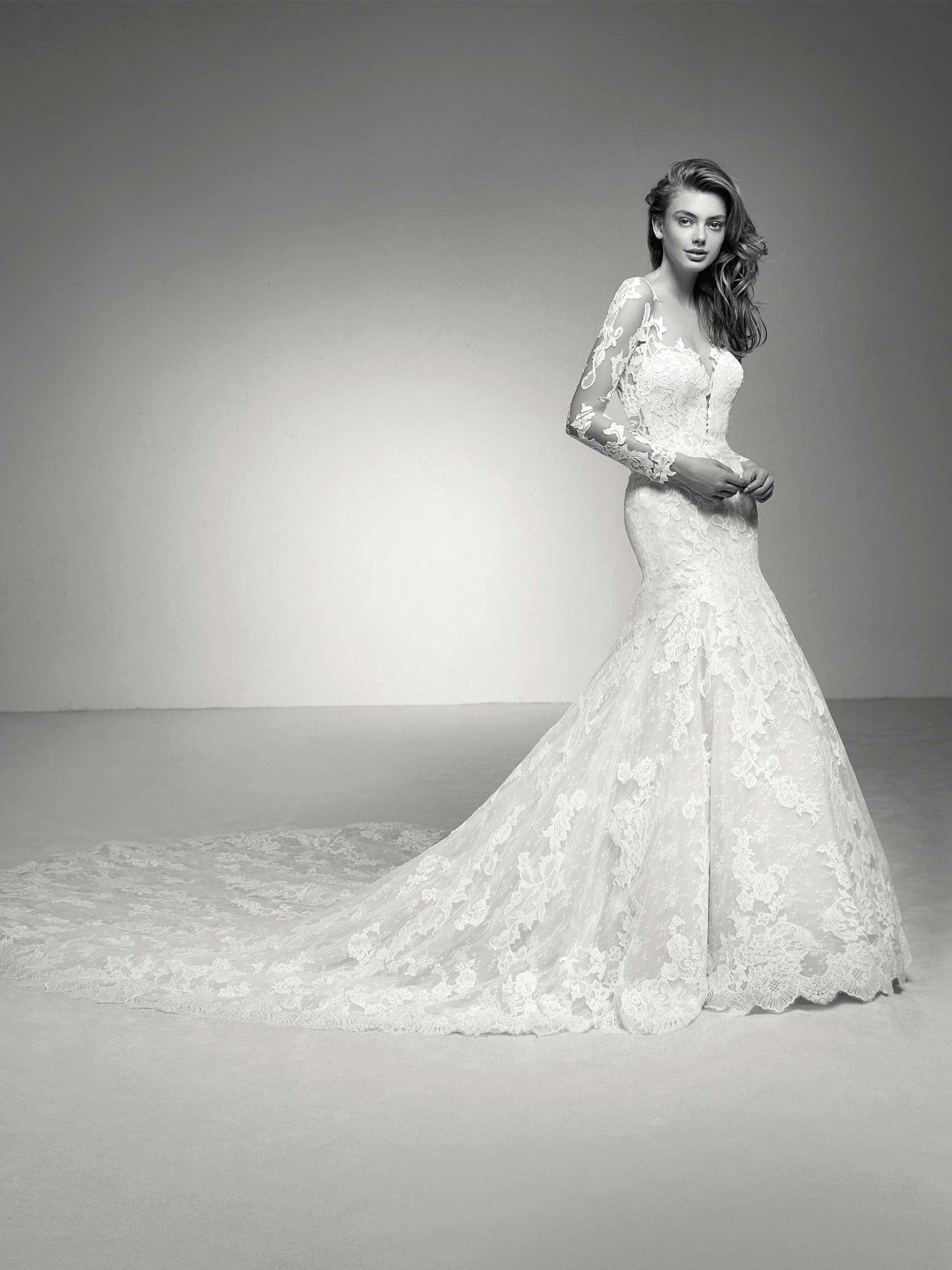 Imari: Mermaid wedding dress in tulle and lace with a long train ...