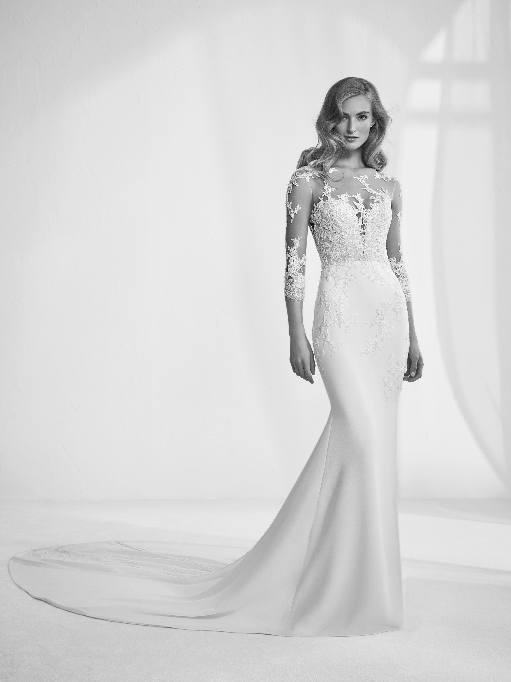 Ragazza: Brautkleid mit Tattoo-Effekt - Pronovias