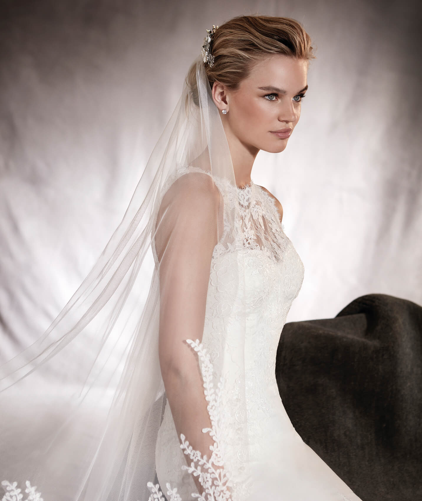 Wedding Dress Headpieces: Wedding Veil In White Tulle With Guipure Appliqués