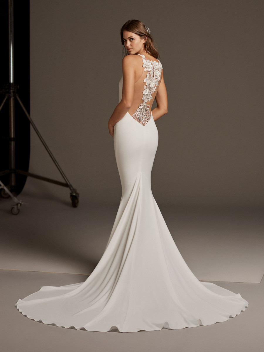 810334d708 Mermaid wedding dress with beaded embroidery