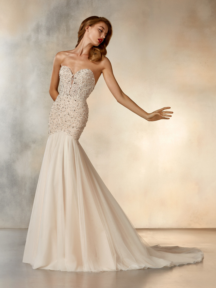 16ee7b46330 Strapless wedding dress with sweetheart neckline