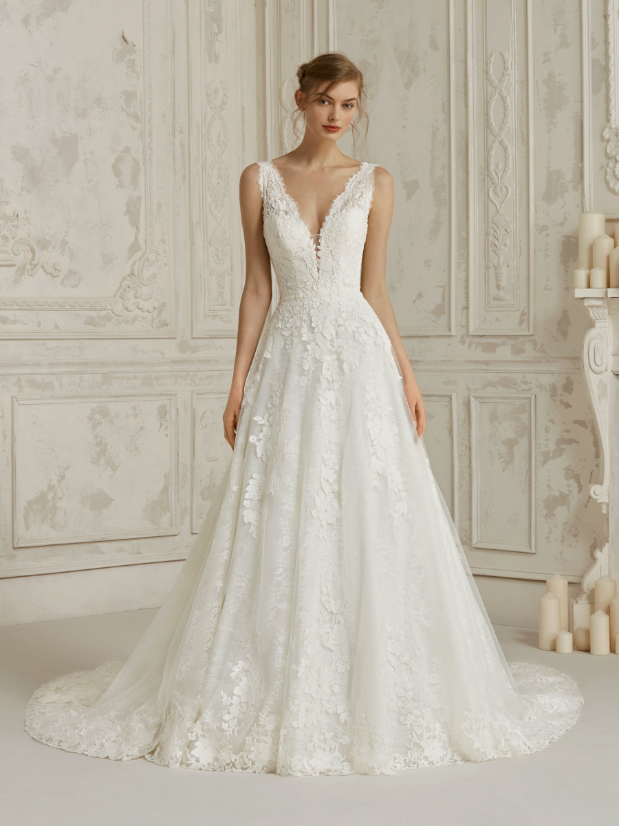 20a99313230 romantic lace wedding dress v back