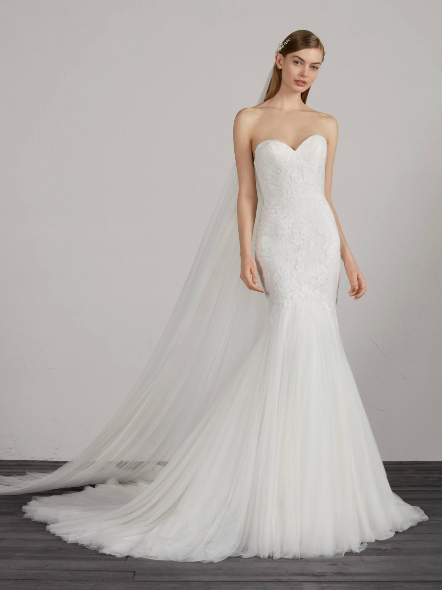 ec27d587bb3 Corset Back Wedding Dresses   Bridal Gowns - Pronovias