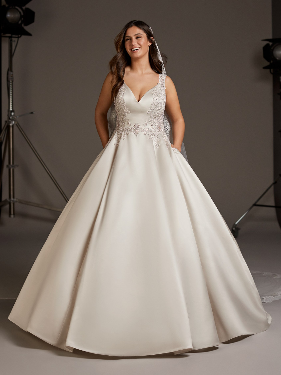 Plus Size Wedding Dresses | Plus Collection - Pronovias