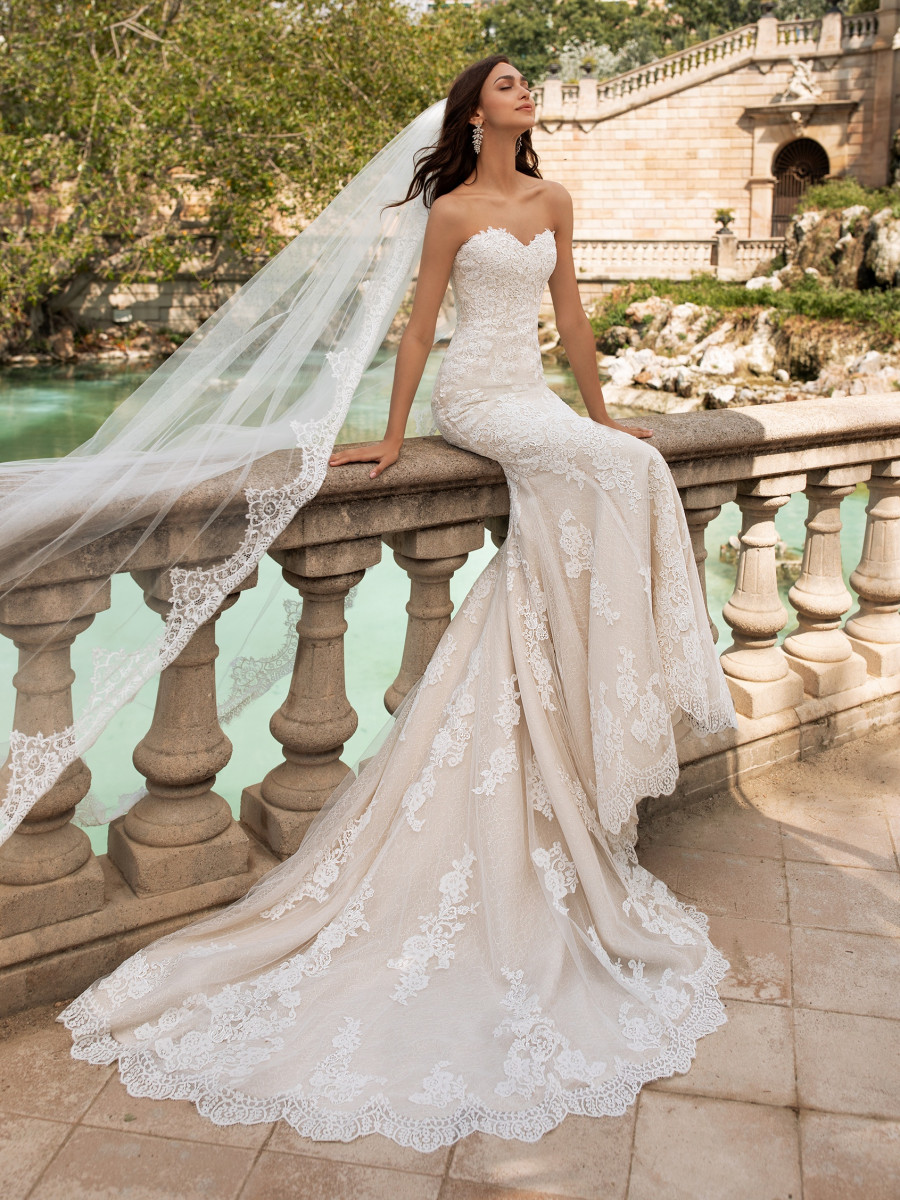 Wedding Dresses - Bridal Gowns | Pronovias