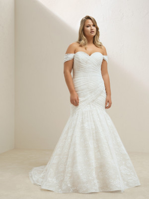 Plus Size Wedding Dress With Lace And Sweetheart Neckline Pronovias