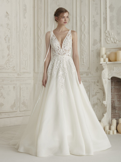a31ca90f2b7 Organza princess wedding dress with V-neckline ELIS