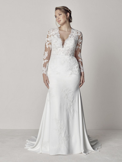 Plus-size wedding dress with transparences| Pronovias | EVA PLUS
