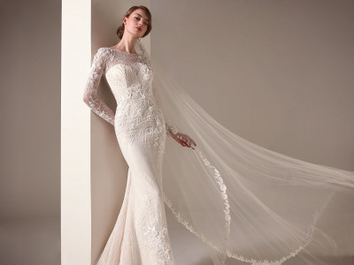 Wedding Dress With Mermaid Cut And Long Sleeves Pronovias