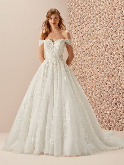 07db1fe4bf Fabulous wedding dress with full princess skirt | Pronovias
