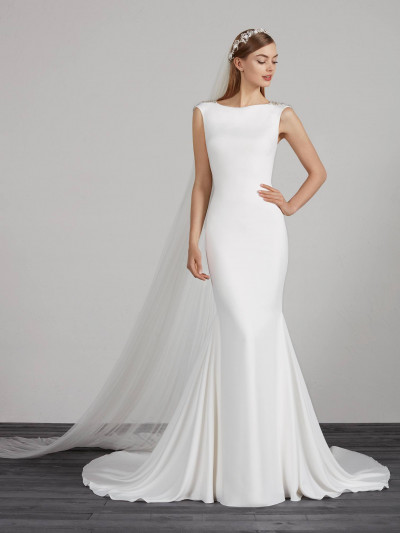 a69b8028ec2 Sophisticated wedding dress with open back and beading