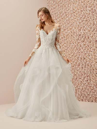 1b506c3827f Spectacular princess wedding dress with tattoo effect