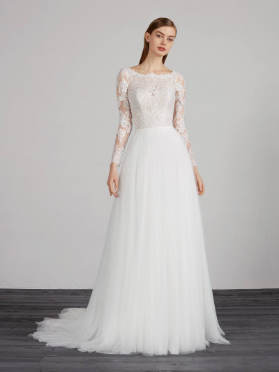 Wedding Dress With Flowing Skirt In Layered Tulle Pronovias