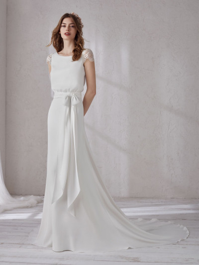 43c8f7860dd Wedding dress with blouson effect and v-back